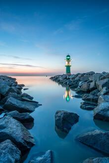 Jan Becke, Der Leuchtturm Westmole von Warnemünde (Deutschland, Europa)