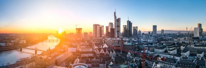 Jan Becke, Frankfurt Skyline bei Sonnenuntergang (Deutschland, Europa)