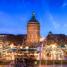 Jan Becke, Mannheim Wasserturm im Winter (Deutschland, Europa)