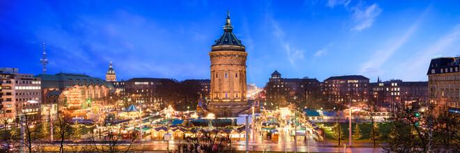 Jan Becke, Weihnachtsmarkt am Wasserturm in Mannheim (Deutschland, Europa)