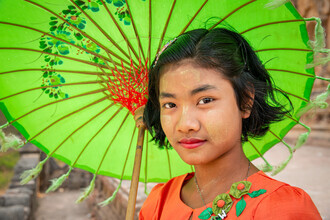 Miro May, Green umbrella (Myanmar, Asia)