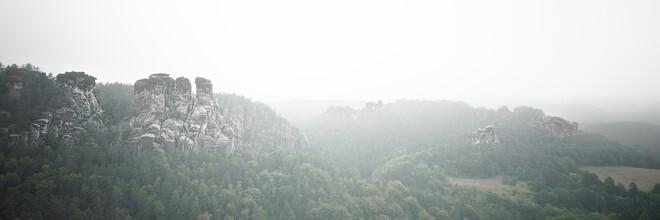 Dennis Wehrmann, Morgennebel im Elbsandsteingebirge (Deutschland, Europa)