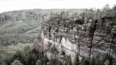 Dennis Wehrmann, Verwunschene Landschaft des Elbsandsteingebirges - kleiner Winterberg (Deutschland, Europa)