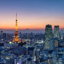 Jan Becke, Tokyo Skyline bei Nacht (Japan, Asien)