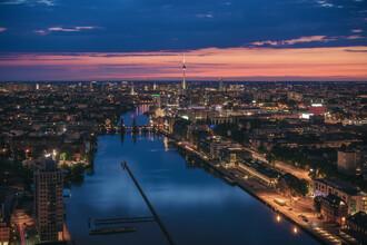 Jean Claude Castor, Berlin Skyline zur blauen Stunde mit Spree (Deutschland, Europa)