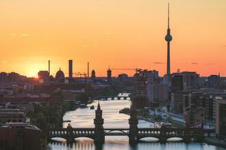 Jean Claude Castor, Berlin Skyline Sonnenuntergang mit Fernsehturm und Oberbaumbrücke (Deutschland, Europa)