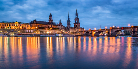 Jan Becke, Dresden on the banks of the Elbe (Germany, Europe)