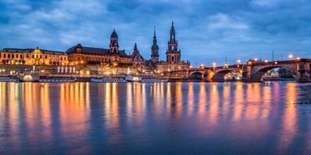 Jan Becke, Dresden am Ufer der Elbe (Deutschland, Europa)