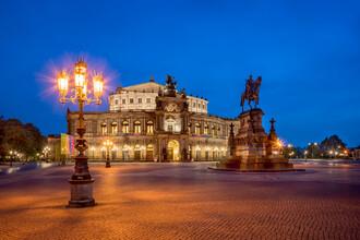 Jan Becke, Semperoper on the Theaterplatz in Dresden (Germany, Europe)