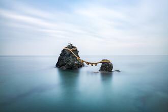 Jan Becke, Meoto Iwa Felsen vor der Küste von Ise (Japan, Asien)