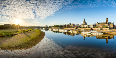 Jan Becke, Sunrise on the banks of the Elbe in Dresden (Germany, Europe)