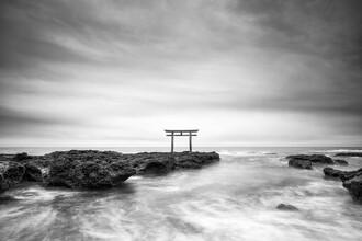 Jan Becke, Torii by the sea (Japan, Asia)