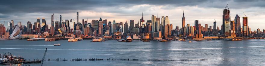 Jan Becke, Manhattan skyline along the Hudson River (United States, North America)