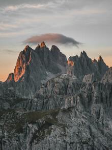Sonnenaufgang in den Bergen - fotokunst von Sebastian Wilczewski