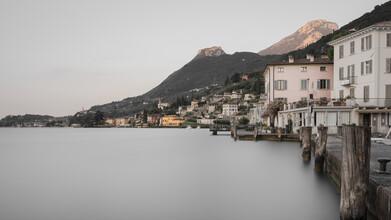 Dennis Wehrmann, Sonnenaufgang Gargnano - Lago di Garda (Italien, Europa)