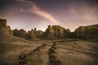 Leander Nardin, sand rocks in the desert at night (Iran, Asia)