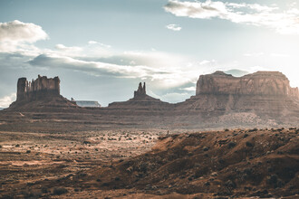 Leander Nardin, boy in monument valley (United States, North America)