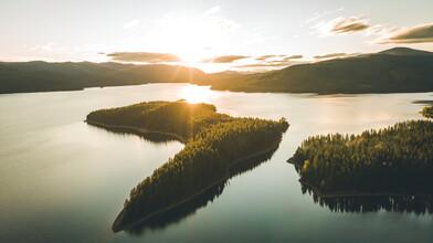 Leander Nardin, sunrise above lake (United States, North America)