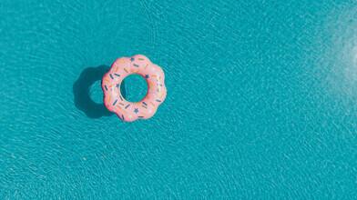 Jennifer Johannsmeyer, Donut im Pool (Portugal, Europe)