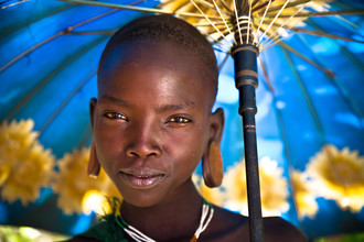 Miro May, Suri Gril with umbrella (Ethiopia, Africa)