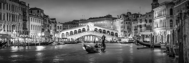 Jan Becke, Panorama of the Rialto Bridge in the evening (Italy, Europe)