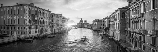 Jan Becke, Panoramic view of Canal Grande at sunrise (Italy, Europe)