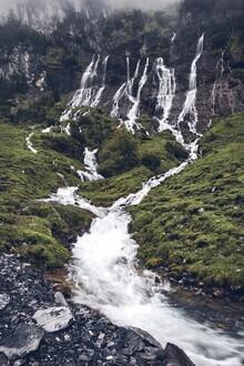 Alex Wesche, Wasserfall in den Alpen (Schweiz, Europa)