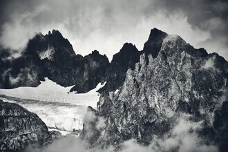 Alex Wesche, Zerklüftete Gebirgskette (Schweiz, Europa)