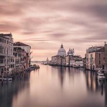 Dennis Wehrmann, Sonnenaufgang Venedig Canal Grande - Santa Maria Della Salute (Italien, Europa)