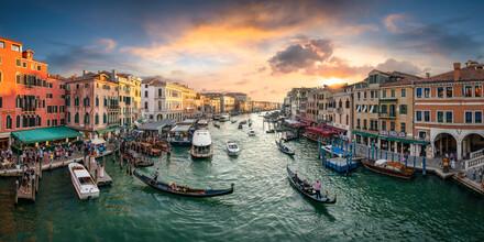 Jan Becke, Sonnenuntergang an der Rialto Brücke in Venedig (Italien, Europa)