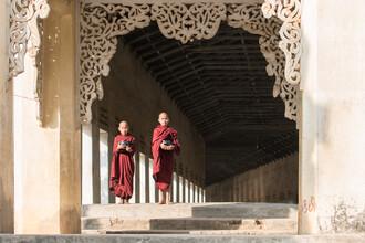 Jan Becke, Two Buddhist monks in Bagan (Myanmar, Asia)
