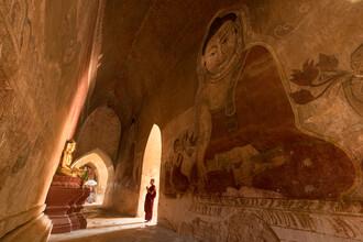 Jan Becke, Monk in a Buddhist temple in Bagan (Myanmar, Asia)