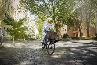Sophia Hauk, Der Protestonaut auf einem Fahrrad (Deutschland, Europa)