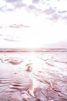 Magda Izzard, Pink Bali Beach (Indonesia, Asia)