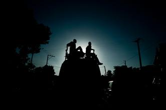 Busfahrt in Haiti - fotokunst von Michael Wagener