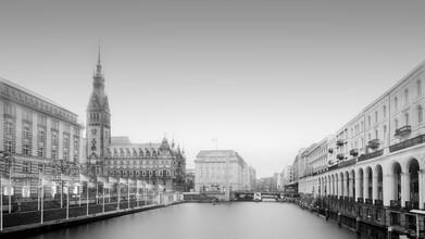 Dennis Wehrmann, Hamburger Stadtansicht - Rathaus und Alsterarkaden (Deutschland, Europa)