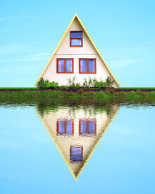 Pascal Krumm, House and their reflection in the water at the edge of a lake (Chile, Lateinamerika und die Karibik)